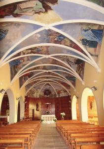 Techo de la Iglesia de St. Clement en Vieux Boucau, con sus 23 frescos