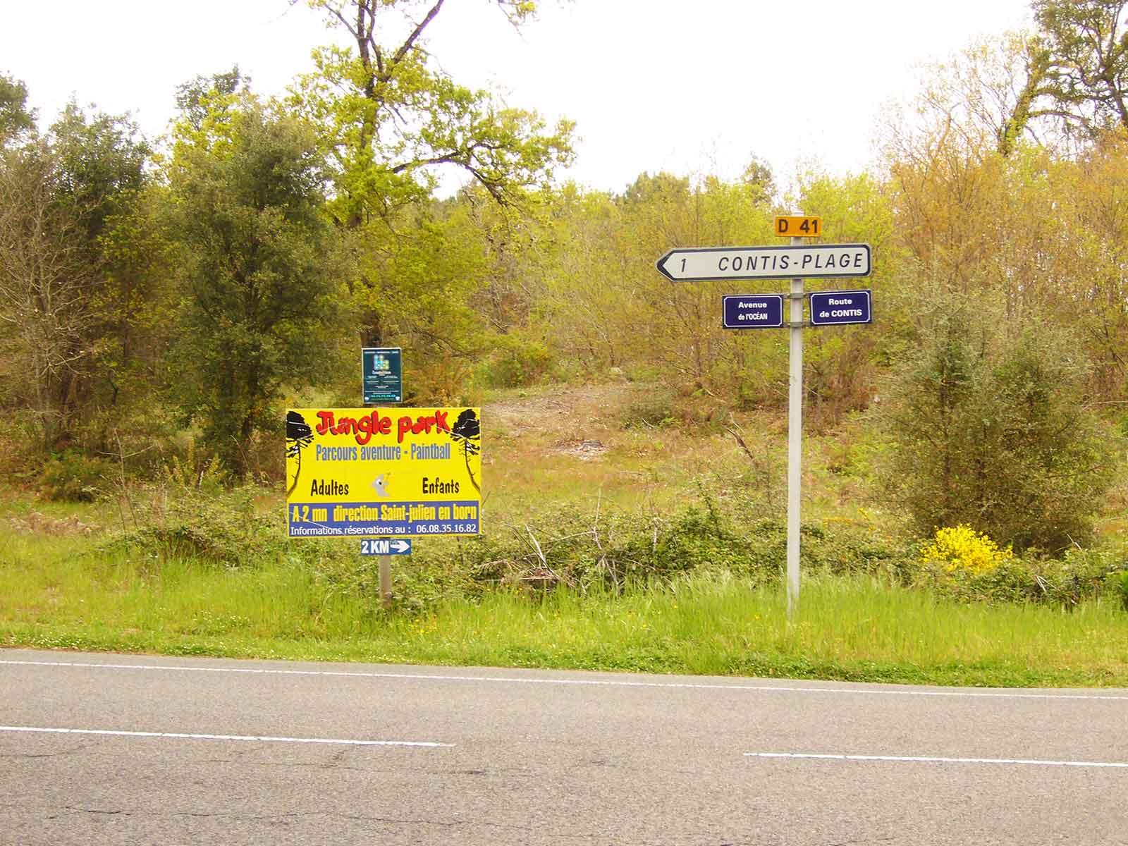 Cartel indicando la dirección hacia Contis Plage