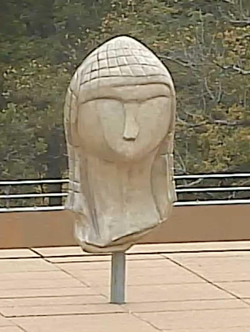 La Dame à la Capuche, en Brassempouy